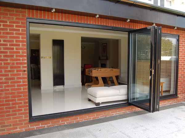 How does it work? The bi-fold door ... & Bi-Fold Door - Whiteline Manufacturing Ltd